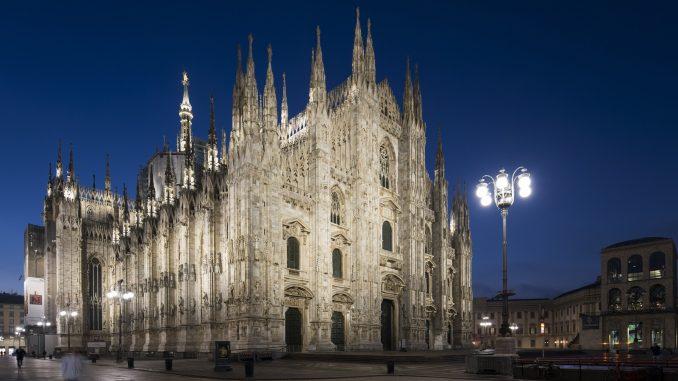 Duomo proiettori led per illuminare la cattedrale di notte